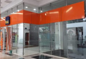 instalación-de-aviso-banco-Itaú